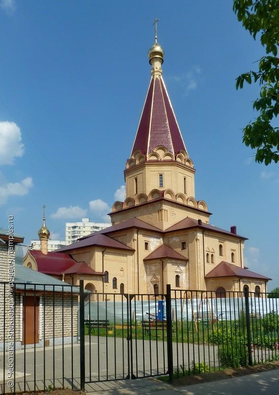 Патриарх освятит первый из двухсот быстровозводимых храмов.