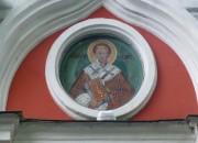 Иоанн Златоуст, икона на северном фасаде церкви Пимена Великого в Новых Воротниках, в Москве.
