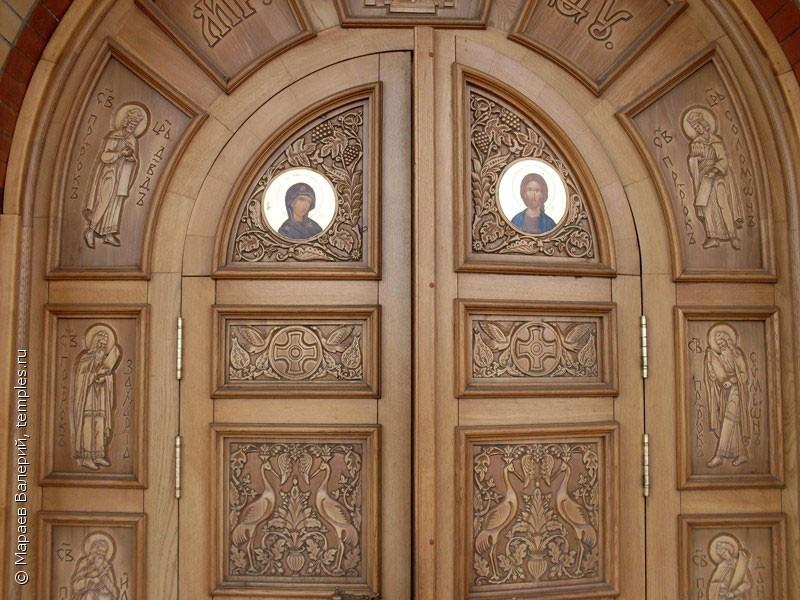 входные двери храма