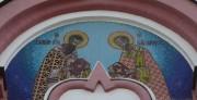 Василий Великий и Иоанн Златоуст, мозаичная икона на фасаде Знаменской церкви в Переславле-Залесском Ярославской области.
