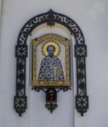 Образ Иоанна Златоуста на фасаде Казанской церкви на Красненьком кладбище в Санкт-Петербурге.